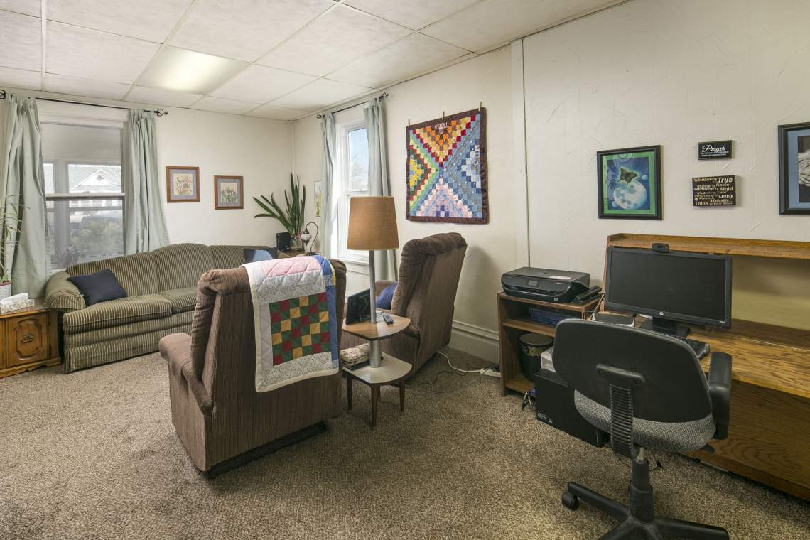 11-web-or-mls-424-7th-St-Greeley-11