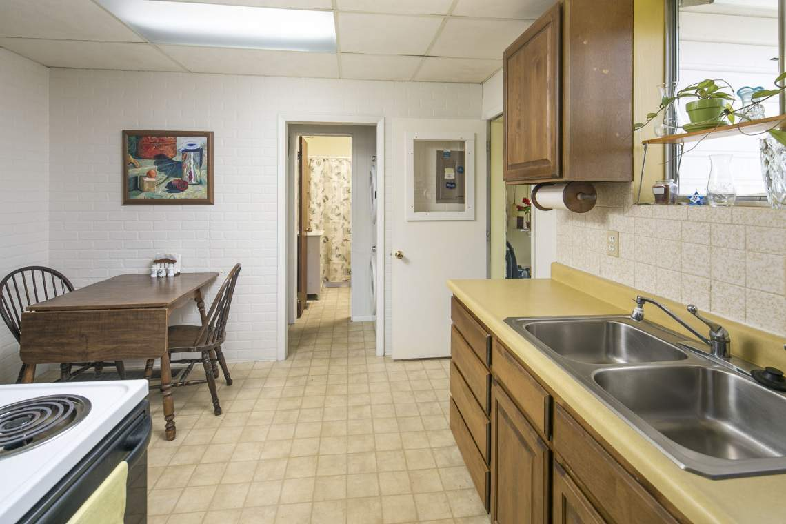14-web-or-mls-424-7th-St-Greeley-14