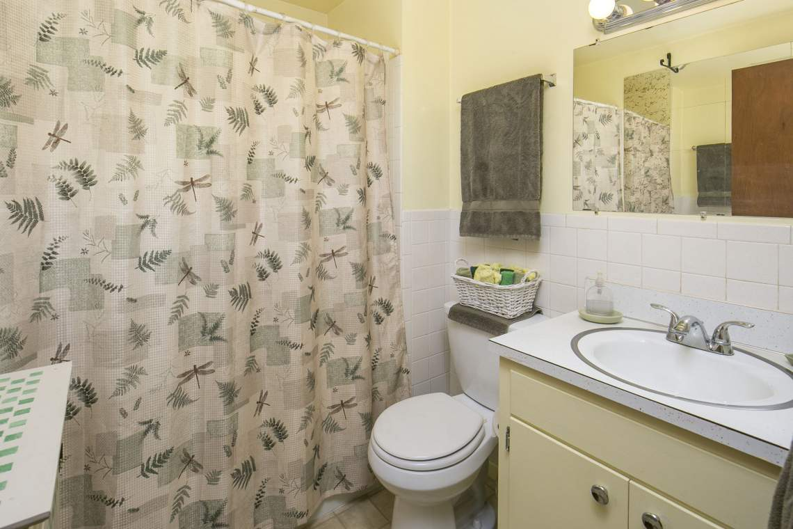 15-web-or-mls-424-7th-St-Greeley-15