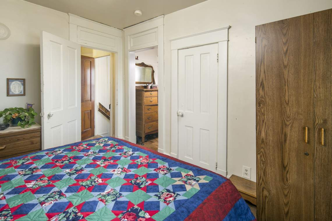 20-web-or-mls-424-7th-St-Greeley-20