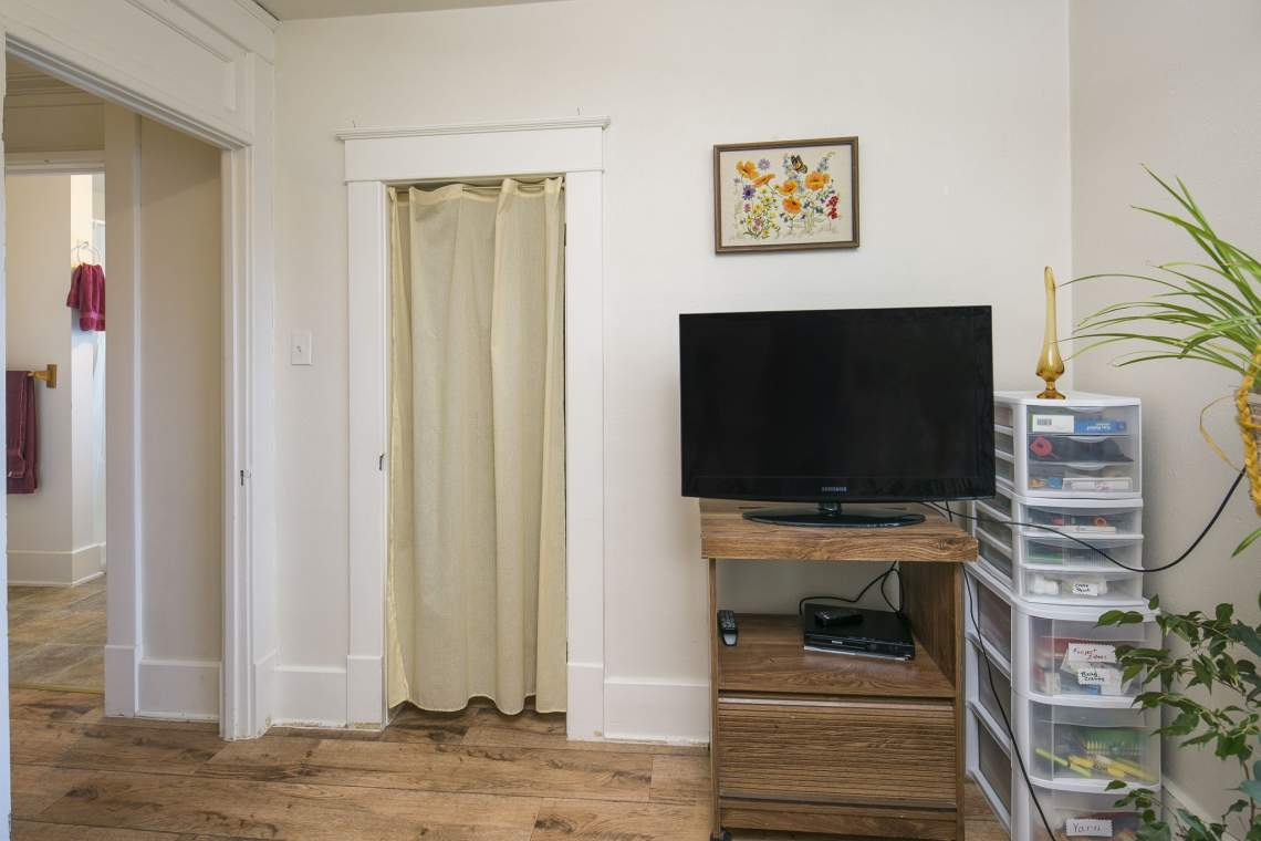 23-web-or-mls-424-7th-St-Greeley-23