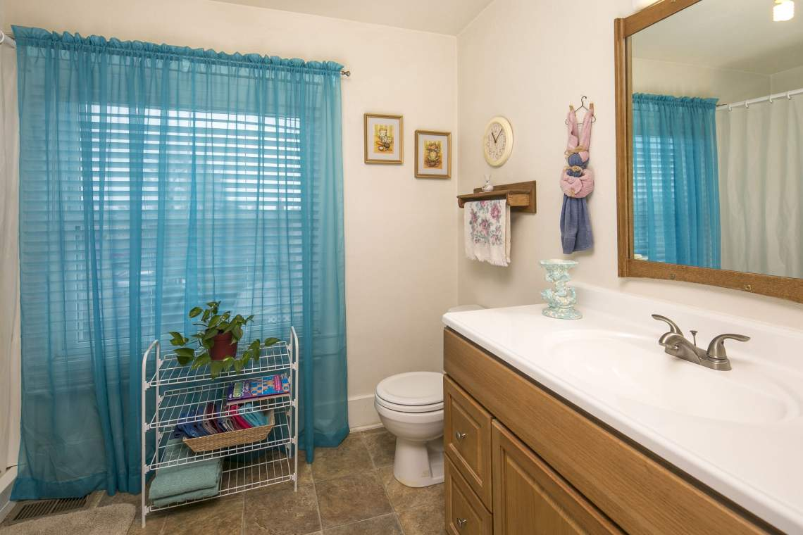24-web-or-mls-424-7th-St-Greeley-24