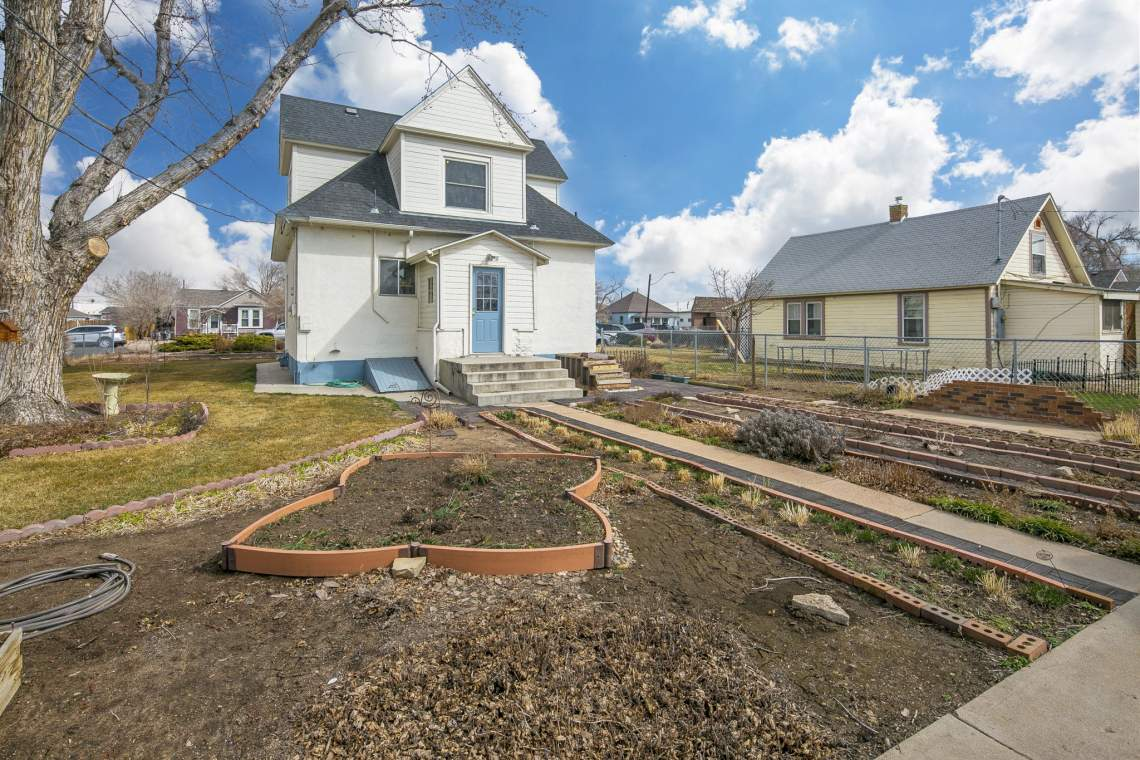 31-web-or-mls-424-7th-St-Greeley-31