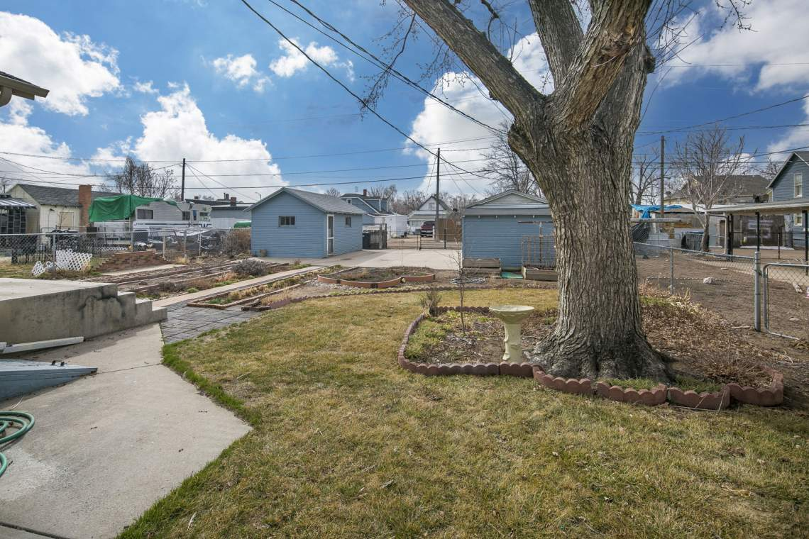 32-web-or-mls-424-7th-St-Greeley-32