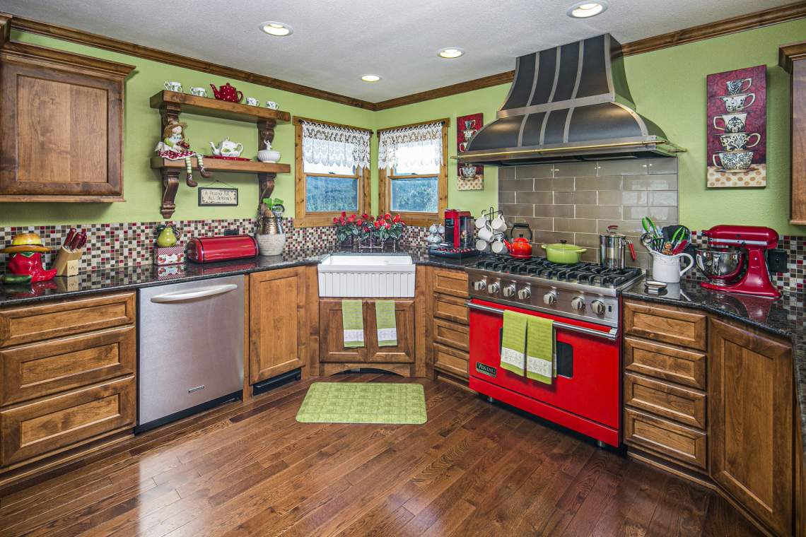 Amazing 10 Piece Kitchen Designed to Accommodate Two Chefs Simultaneously!