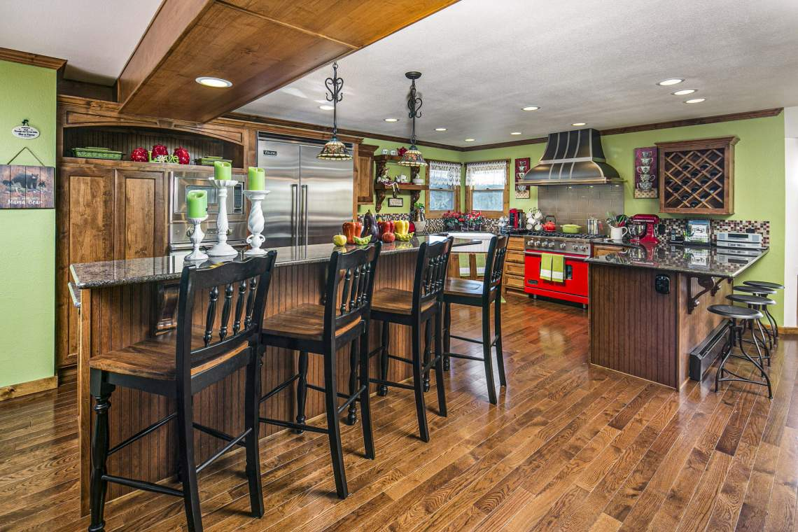 Island Counter and Breakfast Bar with Plenty of Seating Space.