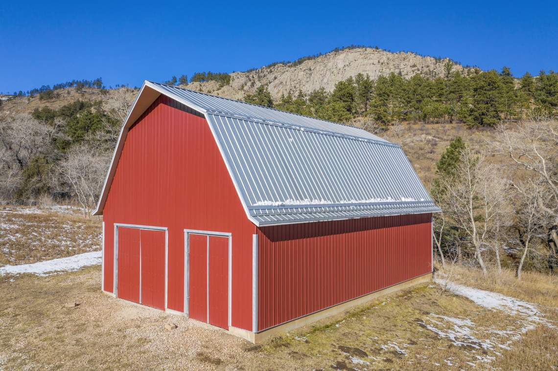 A 1,600 Square Foot Barn with a Spacious Loft