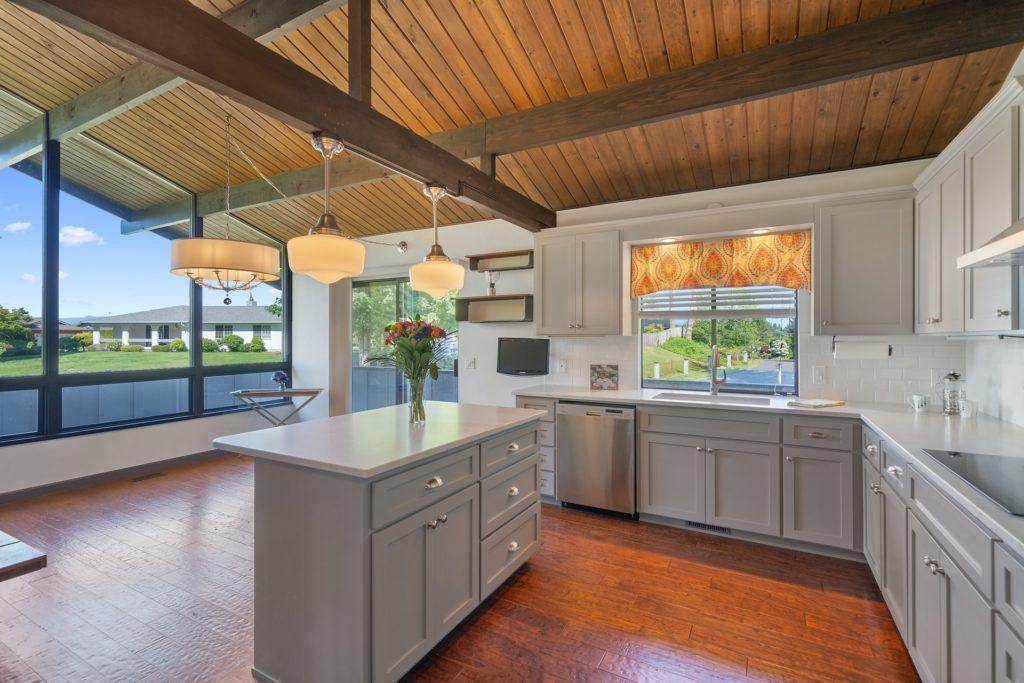 Kitchen Island make perfect kitchen companions